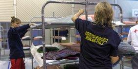 Helferinnen Katastrophenschutz Rheinland-Pfalz in Unterkunft für Flüchtlinge